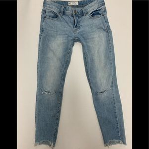 FREE PEOPLE DESTROYED JEANS Sz 24 uneven hems fray